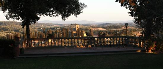 Villa il Pozzo: view of Tuscany from the terrace