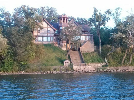 Spicer Castle Inn : A view of the mansion from the dinner cruise