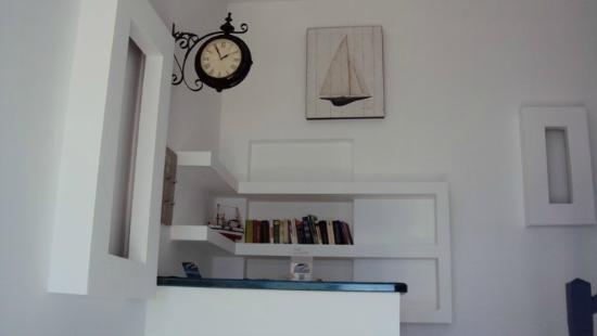 Tarsa Studios & Apartments: .