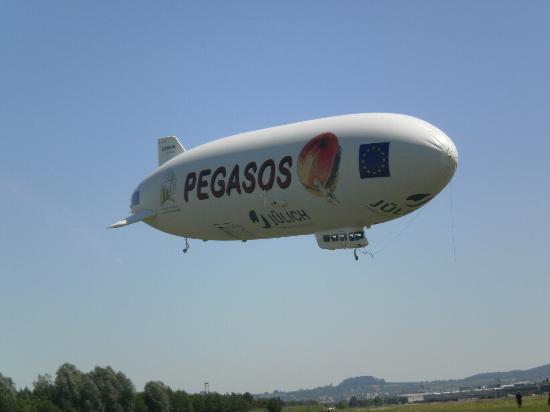 Zeppelin Hangar FN: Ganz nah dabei
