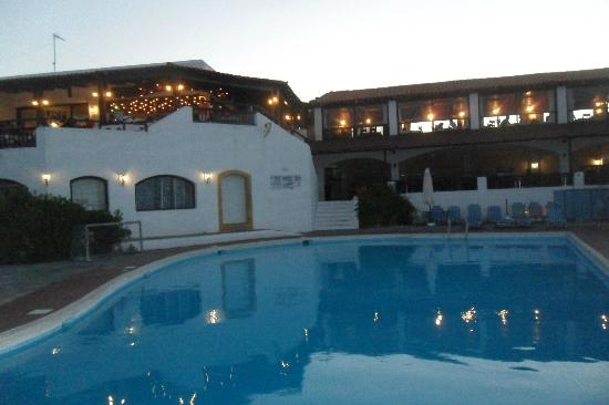 Hersonissos Village Hotel : Vue piscine hôtel