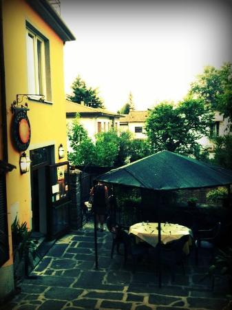 Locanda L'Aquila d'Oro: L'ingresso al ristorante