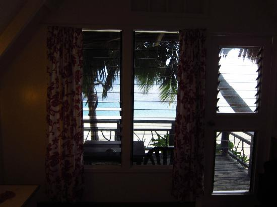 Paradise Cove Lodges: View from hut