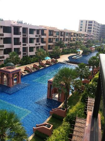 Marrakesh Hua Hin Resort & Spa: สระว่ายน้ำของมาร์ราเคช คอนโดมิเนียมใหญ่มาก แต่ไม่เปิดให้แขกของโรงแรมใช้บริการ