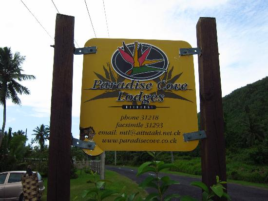 Paradise Cove Lodges: Signboard