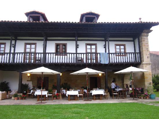 Hotel Palacion de Tonanes: breakfast/dinner terrace