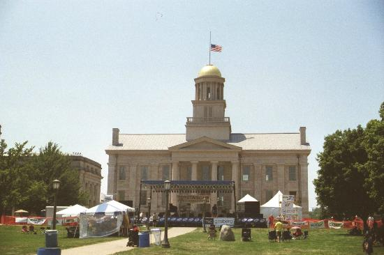Old Capitol Museum : Jazz festival with capital in back