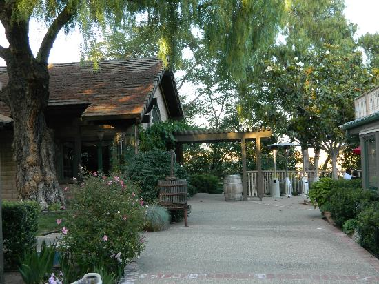 Santa Ynez Inn: Outside