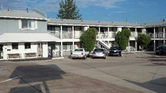 El Rancho Motel: old school but very clean