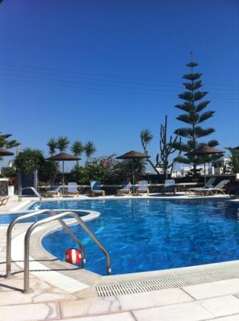 Castro Hotel Kamari: swimming pool - piscina