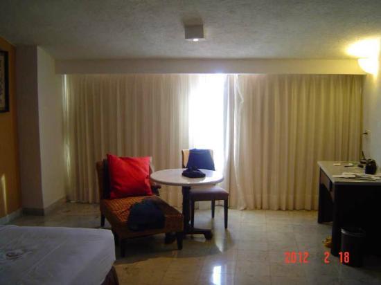 لاس بريساس هواتولكو: room sitting area 