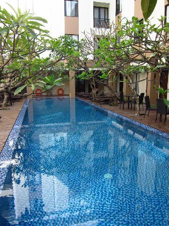 Hotel Santika Kuta Bali: Pool area