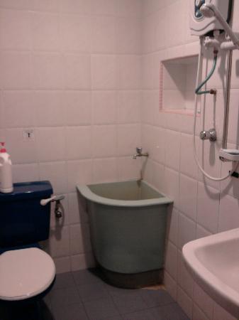 Oriental Riverside Residence Guest House: bathroom on 2nd floor