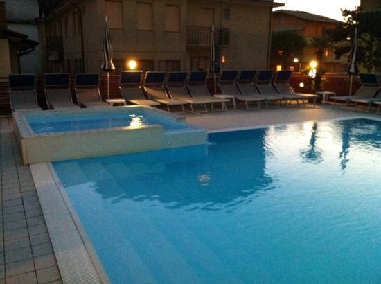 Hotel Bristol: piscina