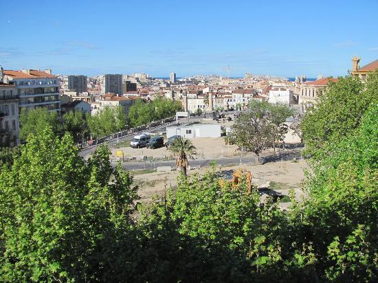 Ibis Marseille Centre Gare Saint-Charles: Vor dem Hotel