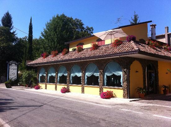 Roccamonfina, Italie : Foto panoramica dell'esterno.