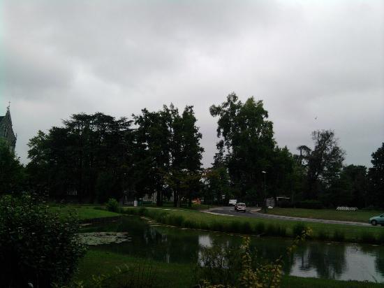 Hotel Parc Beaumont: le parc au pied de l'hotel (2)