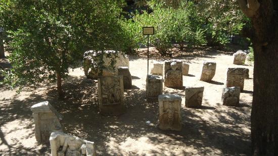 Bodrum Kalesi: Mezar Anıtları