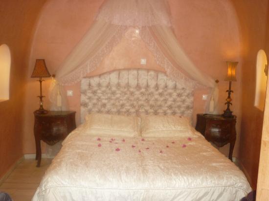 Art Maisons Luxury Santorini Hotels Aspaki & Oia Castle: Bedroom