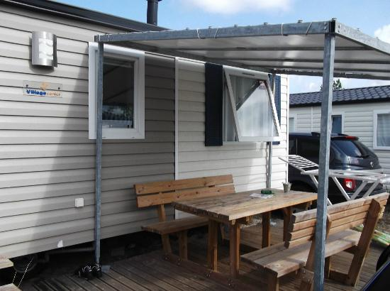 terrasse peu agr able bild von camping tohapi les vignes lit et mixe tripadvisor. Black Bedroom Furniture Sets. Home Design Ideas