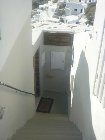 Art Maisons Luxury Santorini Hotels Aspaki & Oia Castle: stairs to hotel
