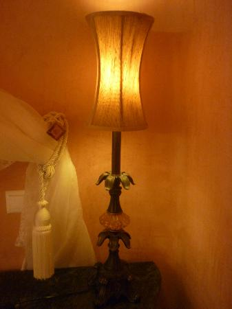Art Maisons Luxury Santorini Hotels Aspaki & Oia Castle: lamp