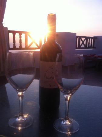 Art Maisons Luxury Santorini Hotels Aspaki & Oia Castle: enjoy a glass of red watching the sun go down