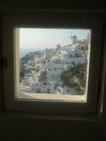 Art Maisons Luxury Santorini Hotels Aspaki & Oia Castle: view from bathroom