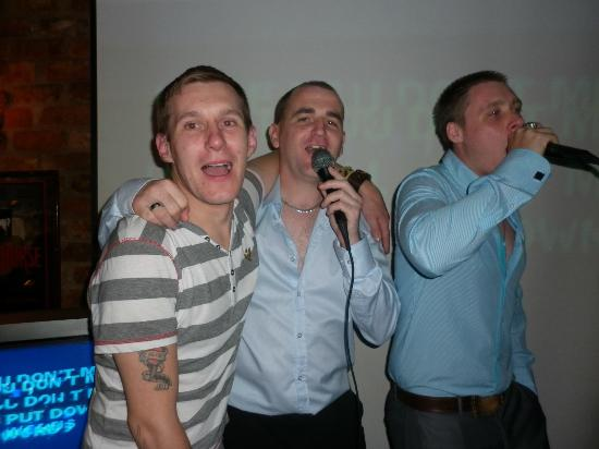 Kilford Arms Hotel: The lads singing karoke saturday night