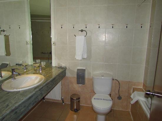 Hotel Nefeli: bathroom