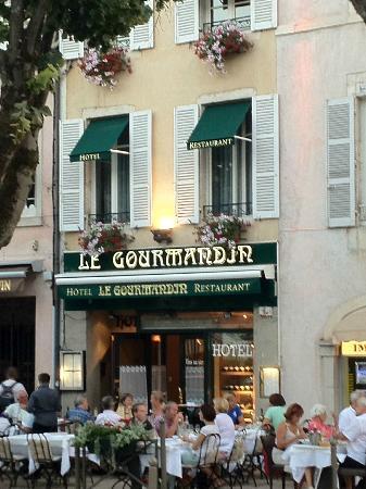 Le Gourmandin : Le Gormandin from the square