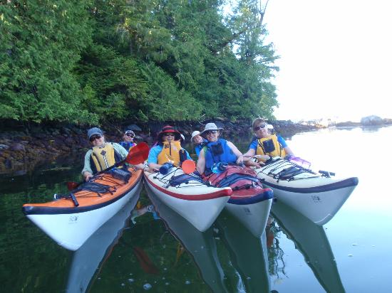 Batstar Adventure Day Tours : Kayaking the Broken Islands with Batstar