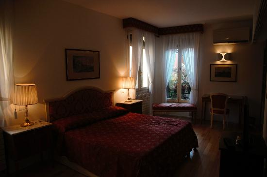 Hotel Casa Petrarca: Superior room with canal view