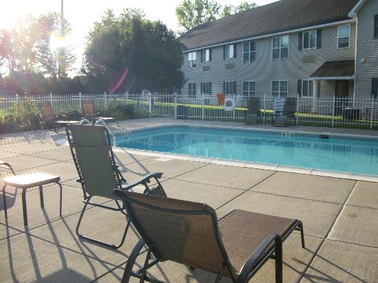 CrestHill Suites Syracuse: Pool