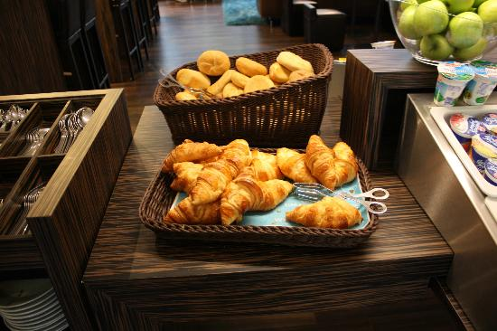 Motel One Stuttgart-Hauptbahnhof: The delicious croissants