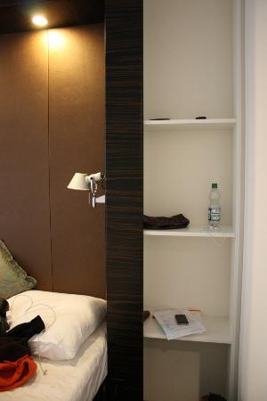 Motel One Stuttgart-Hauptbahnhof: Room forniture