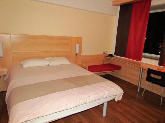 Hotel Ibis: apartment - room 1