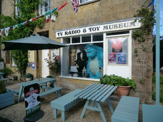 The Phelips Arms: The TV Radio and Toy museum