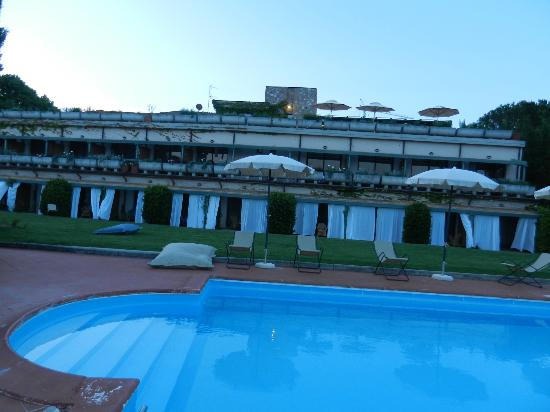 Hotel Terre di Casole: Building from the pool