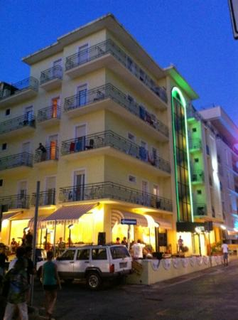 Hotel Athena : By night