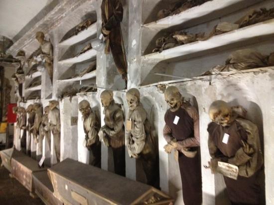 Kapuzinergruft von Palermo (Le Catacombe dei Cappuccini): more catacombs