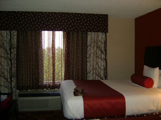 La Quinta Inn & Suites Clarksville: room