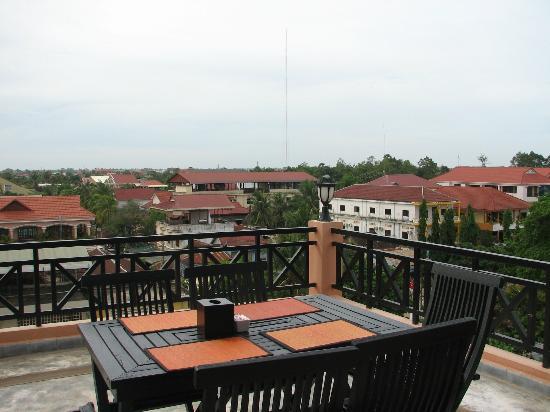Angkor Panoramic Boutique Hotel: petit dej sur le toit