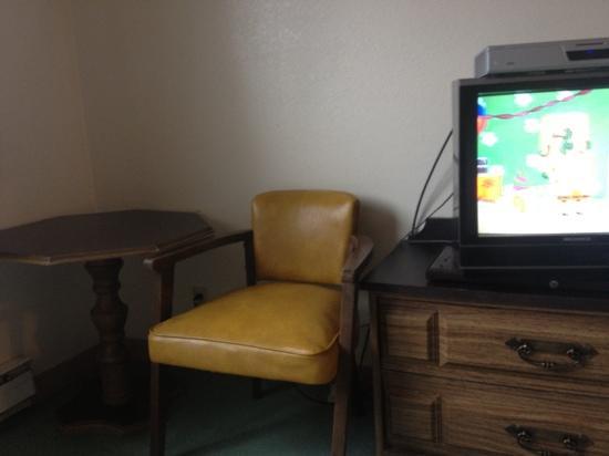 Glacier Hotel: side of room