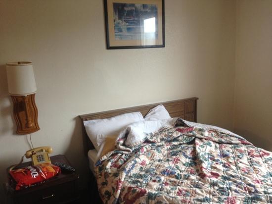 Glacier Hotel: bed
