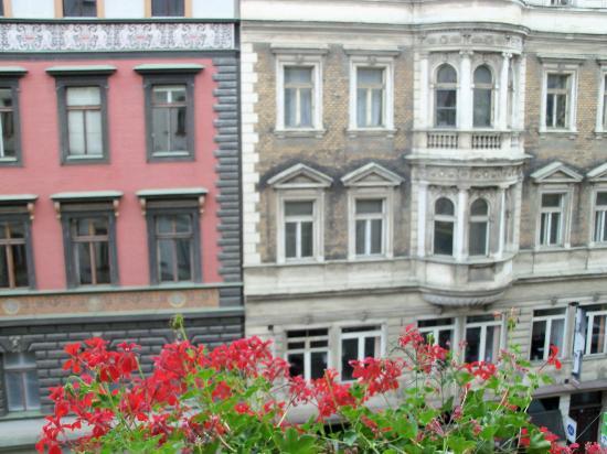 Hotel Atlantic: i palazzi storici appena fuori la finestra