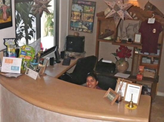 Hotel Posada 06 Tulum: Front Desk and Wonderful staff to greet you with a smile everytime!