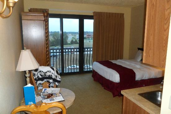 Shoreline Inn & Conference Center, an Ascend Hotel Collection Member: Room view