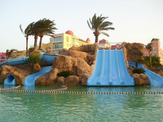 Piscina con toboganes picture of evenia zoraida park for Toboganes para piscinas