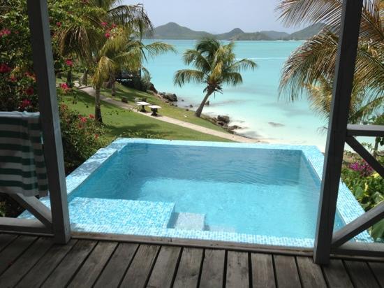 كوكوباي ريزورت - شامل جميع الخدمات - للبالغين فقط: the view from the back porch of my bungalow 